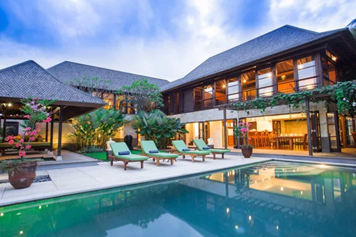 Luxury Villas pool and sunbed view