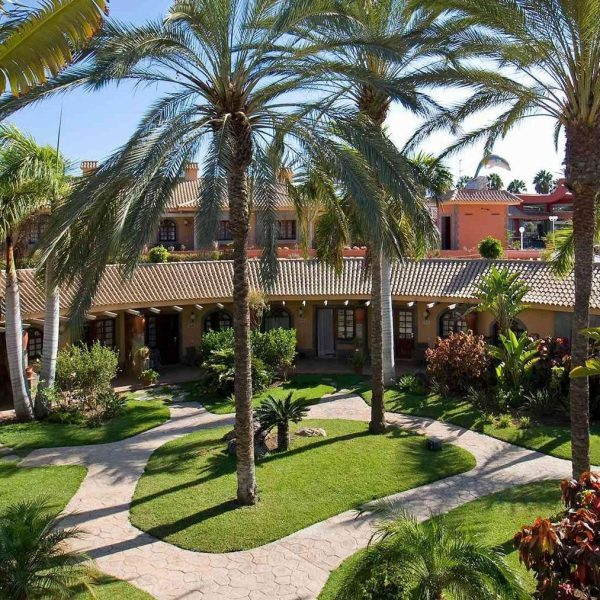 Dunas Suites and Villas Gran Canaria Offer Palm trees and outside view