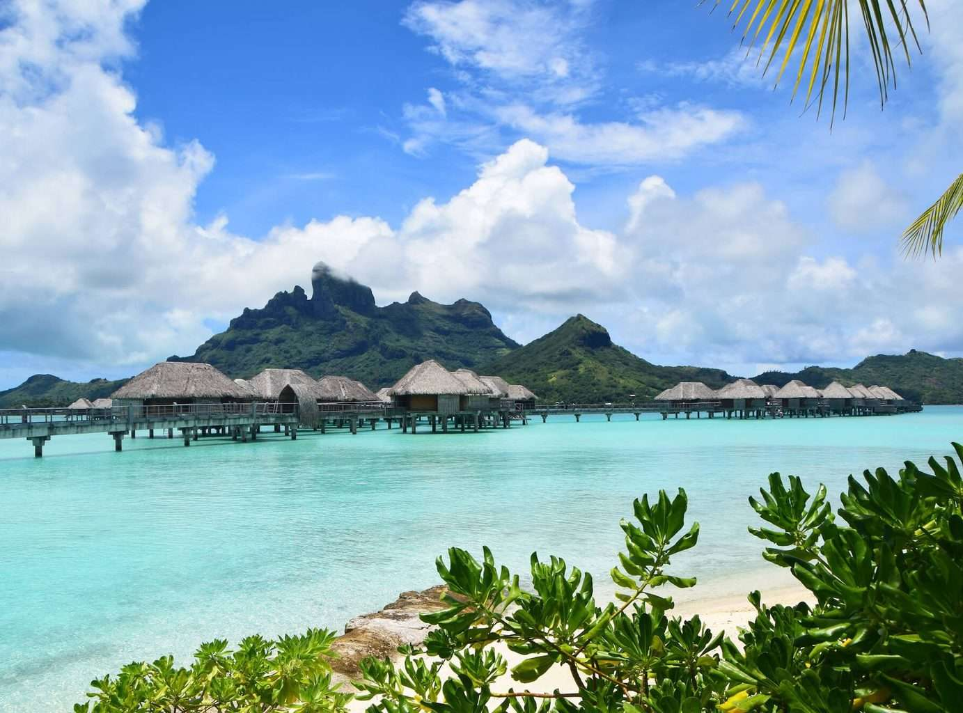 luxury Bora Bora holidays - overwater bungalows and ocean view