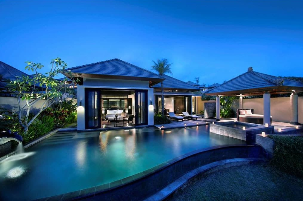 Banyan Tree Ungasan Bali pool side view