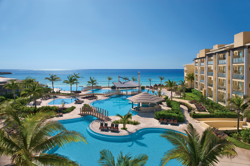 Now Jade Riviera Cancun, view of the swimming pools and the beach