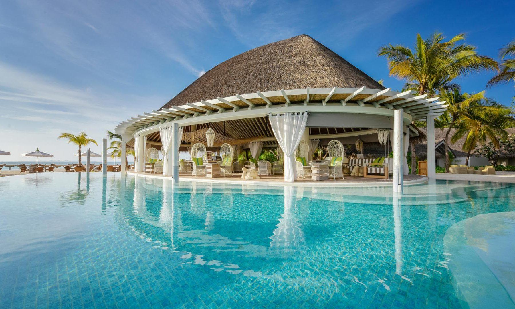 Kanuhura Maldives Pool Bar